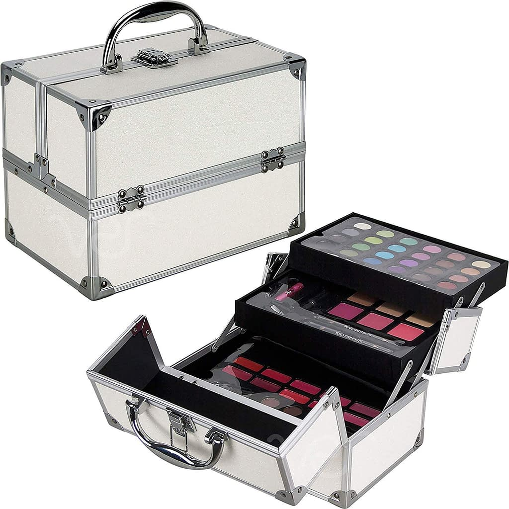 Christmas Makeup Kit: A Door Towards A Makeup Haven