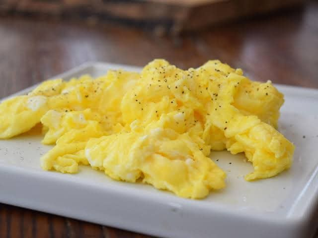 How Much Saturated Fat in Eggs Scrambled?