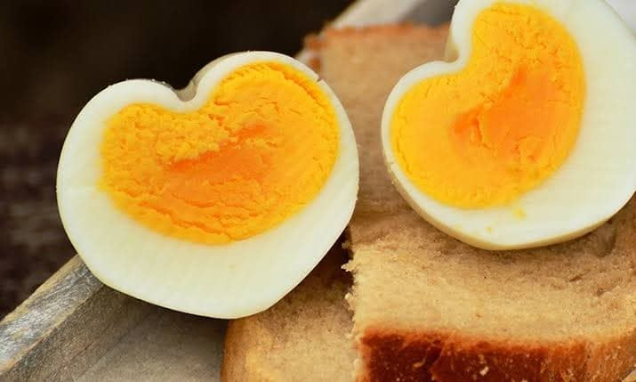How Much Saturated Fat in Eggs Raw?