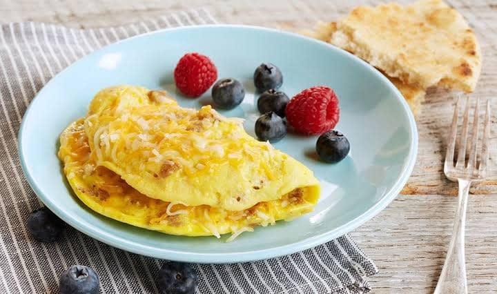How Much Saturated Fat in Eggs Omelet?